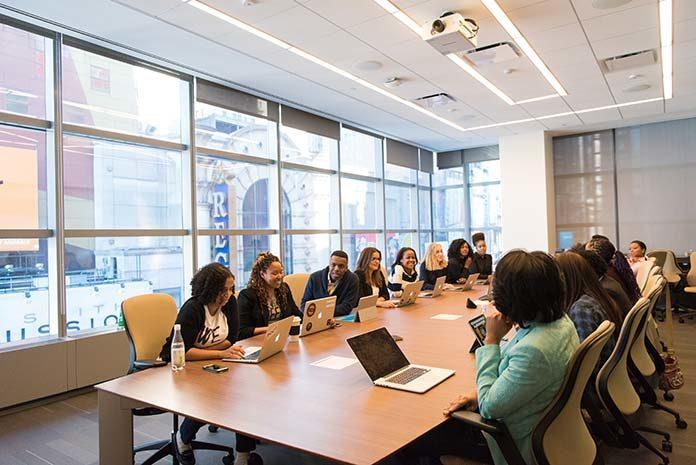 Wideokonferencja – czym jest i jak się do niej przygotować?